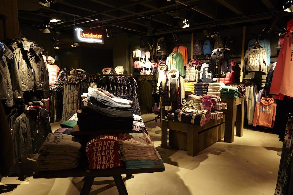 Store Interior_3-2